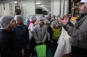 【蔵見学】紀の川市少年少女発明クラブ 小学生たち26人が社会見学の画像